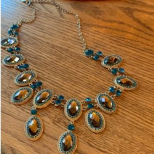 💥4/$10💥 Chunky Necklace with golden Crystals